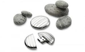 LaCie's and Christofle 4GB Flash Drive - серебряная флешка галька