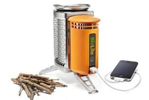 BioLite CampStove - Зарядка на дровах