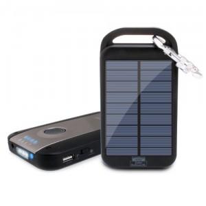 турристический аккумулятор с солнечной батареей
